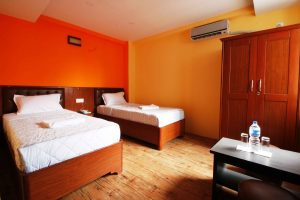 Twin-Room-Everest-Holiday-Inn